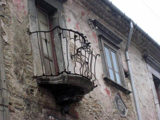 Una suggestiva facciata del centro storico di Agnone