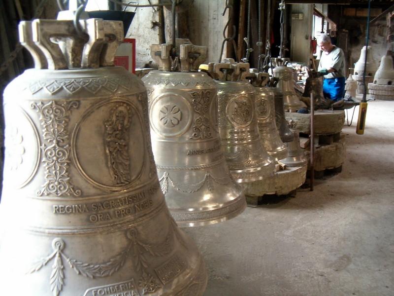 Le campane in fase di lavorazione