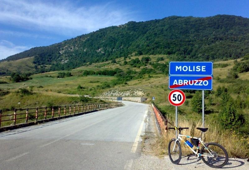 Il confine tra Abruzzo e Molise sul vecchio ponte del Sente (foto Marco Cirulli)