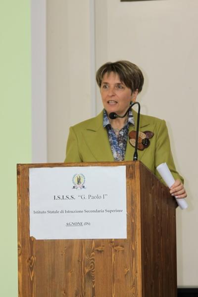 La dirigente scolastica, Tonina Camperchioli