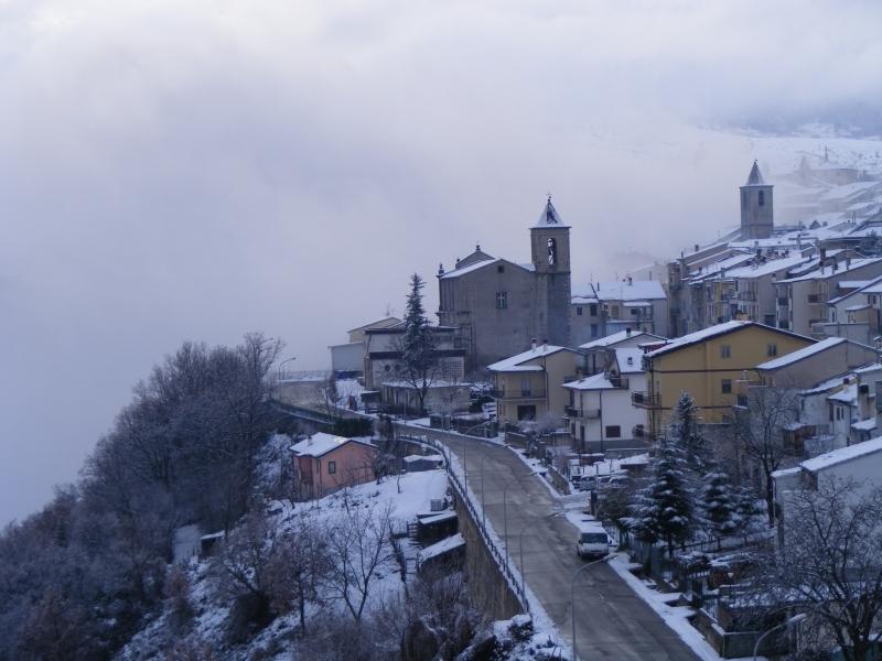Agnone tra neve e nebbia