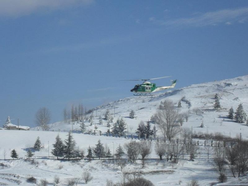 L'elicottero della Forestale in azione a Castiglione Messer Marino