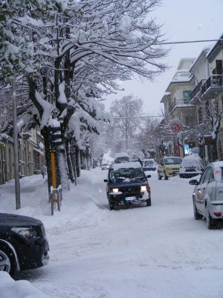 Strade cittadine sgombrate dalla neve dai mezzi del Comune