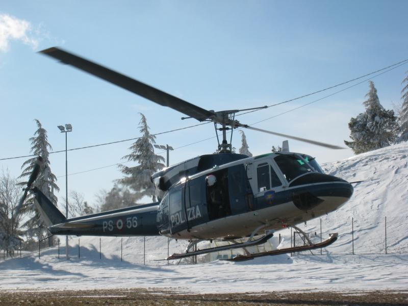 Elicottero Polizia : Malato bloccato in frazione il medico arriva dal cielo