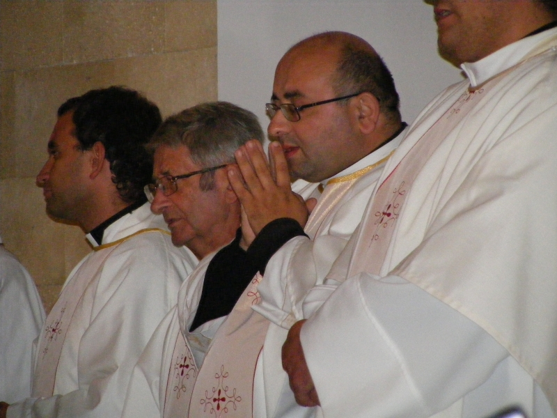 In primo piano don Francesco Martino